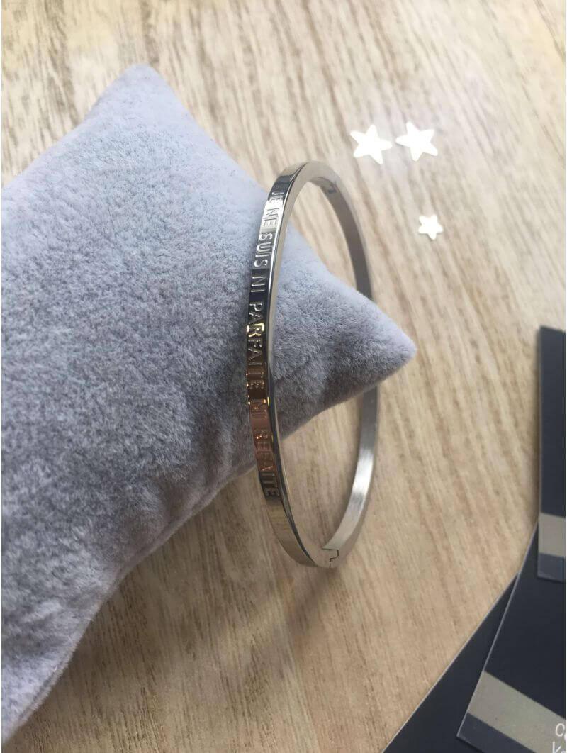 """Bracelets -""""Je ne suis ni parfaite ni refaite"""" Bracelet métal texte"""