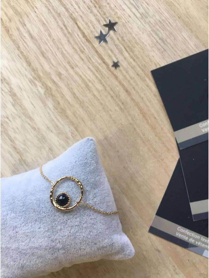Bracelets -Bracelet chainette pendentif perle noir cercle martelé