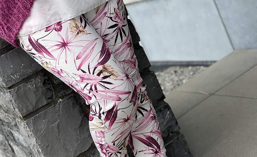 Optez pour les pantalons élastiques fleuris !