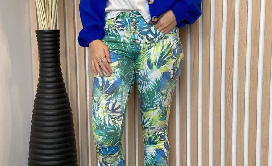 Place du jour denim : Le pantalon fleuri chic et tendance